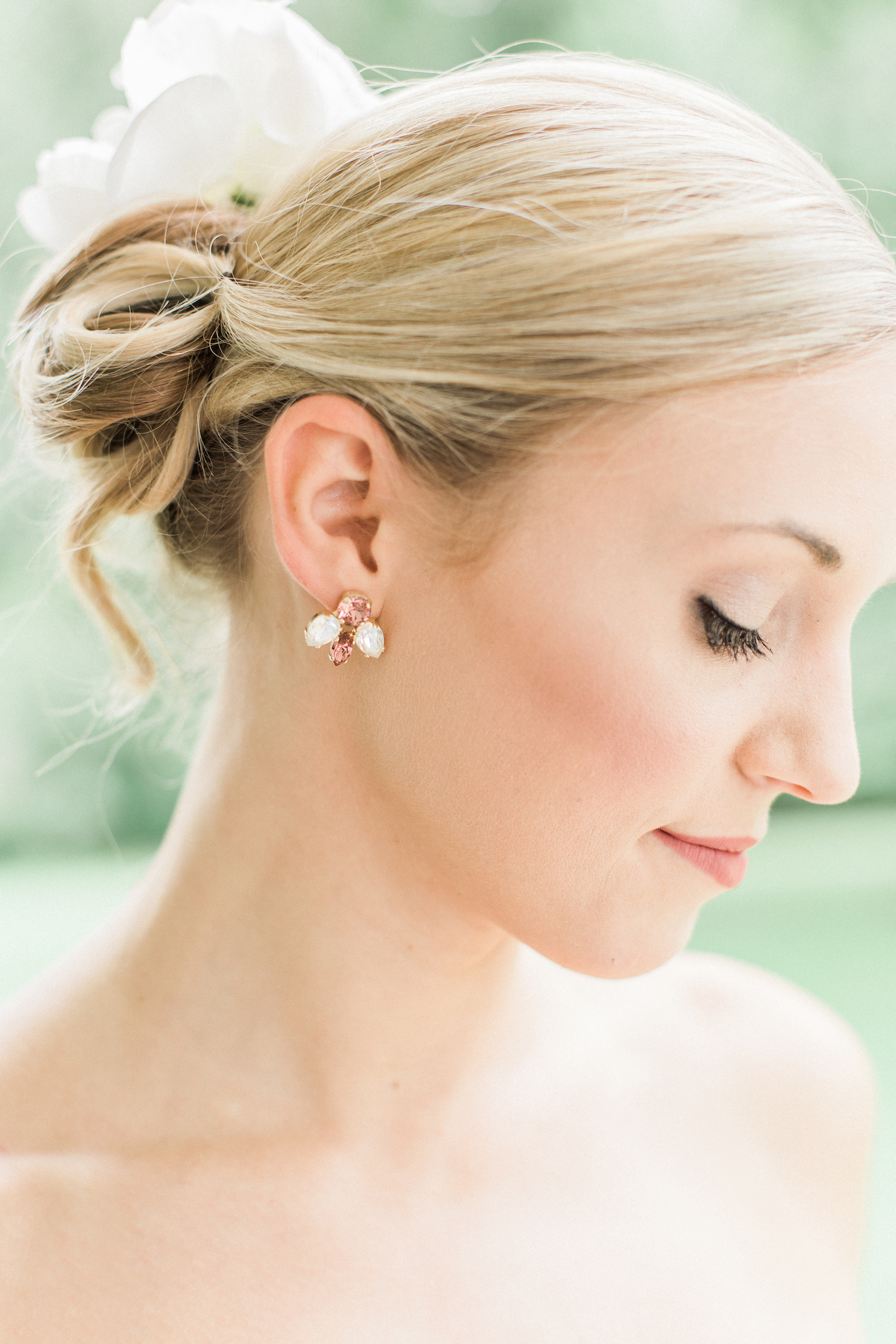 Wedding hairstyle undo with floral accents and accessories. Wedding earrings and accessories.